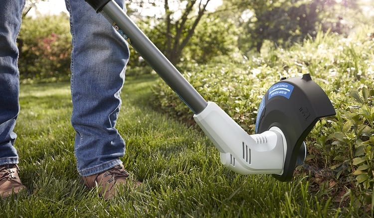 Using Weed Trimmer