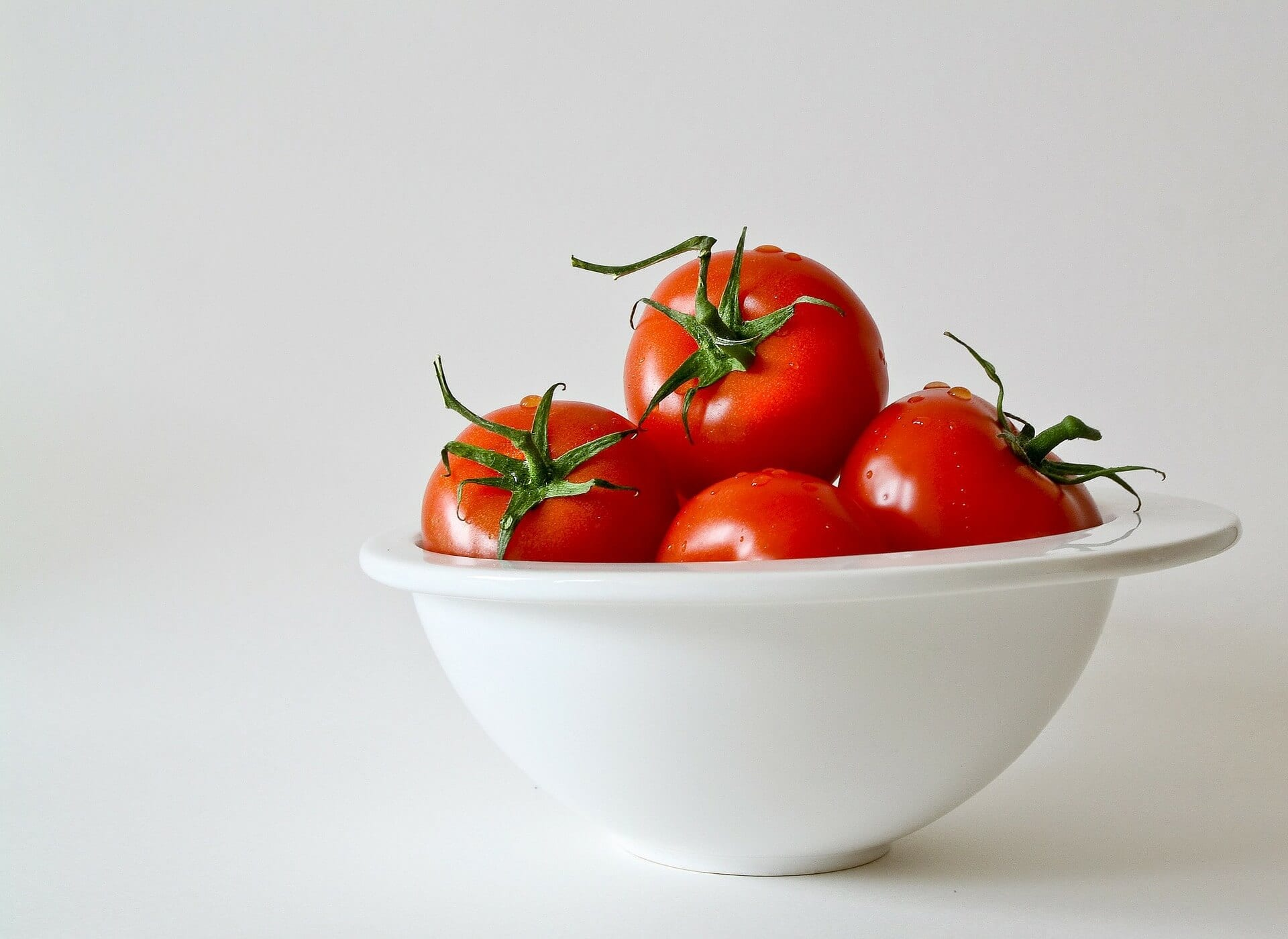 plate full of tomatoes